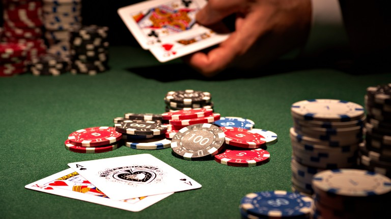 The True Distinction Involving Online Poker Bonuses And Poker Rakeback